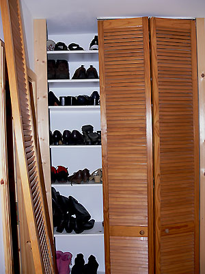 schuhschrank in wandnische aufh bschen heimwerker. Black Bedroom Furniture Sets. Home Design Ideas